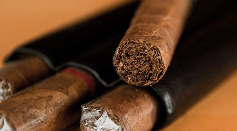Je kouření doutníku bezpečnější než kouření cigaret