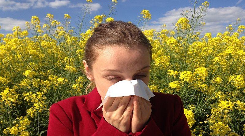 Nepříjemné projevy alergie a jak zmírnit pálení očí