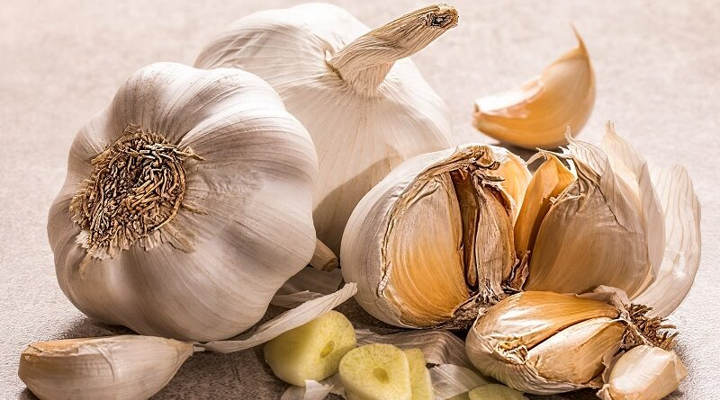 Může superpotravina česnek pomoci snížit hladinu cholesterolu