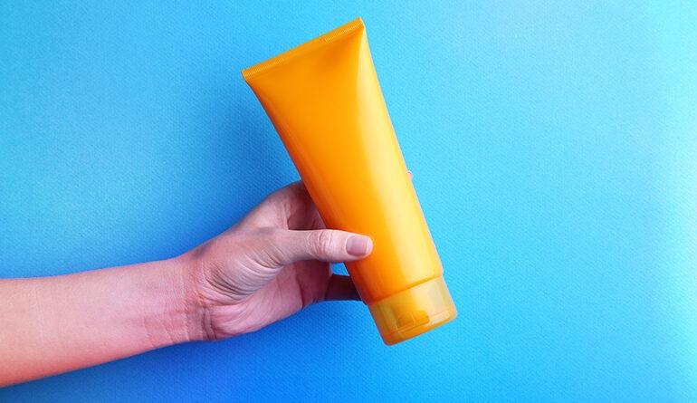 Je třeba používat opalovací krém i v zimě k ochraně pokožky?